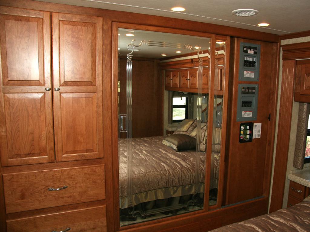 Ντουλάπα Κρεβατοκάμαρας με καθρέπτη